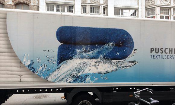 Puschender Wasserhand Illustration auf dem LKW