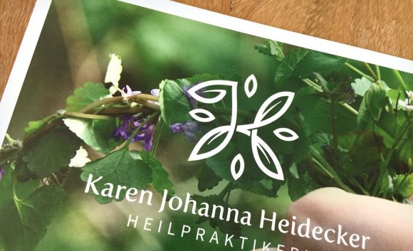 Karen Johanna Heidecker Heilpraktikerin faltflyer Titel- und Rückseite